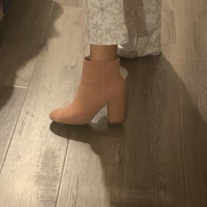 Kenneth Cole Reaction booties size 7 ( I'm a 7.5)